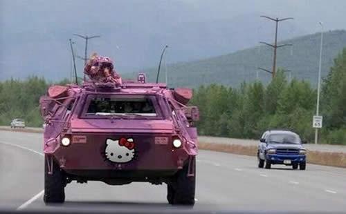 キティちゃん仕様装甲車