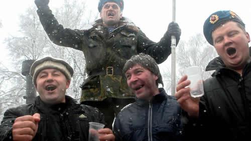 ウォッカ飲み過ぎロシア兵