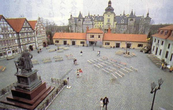 ガルパン劇場版 舞台 廃園したドイツ風遊園地のグリュック王国