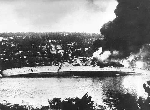 ドイツ 重巡洋艦 ブリュッヒャー 横転沈没