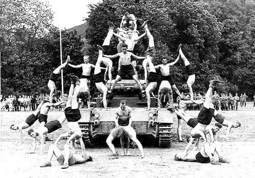 戦車 組み体操 02