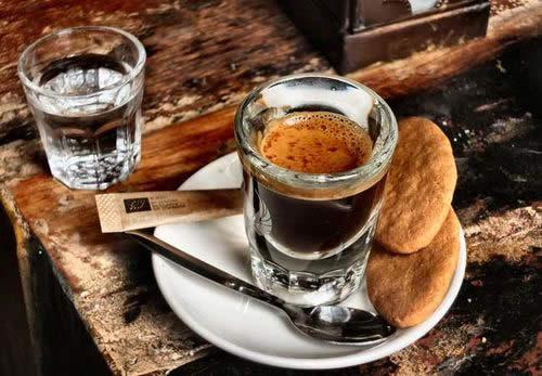 イタリア コーヒー エスプレッソ