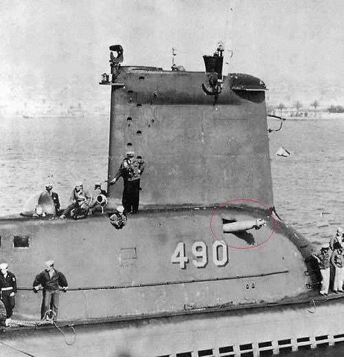 ソ連潜水艦 自分の魚雷が刺さる