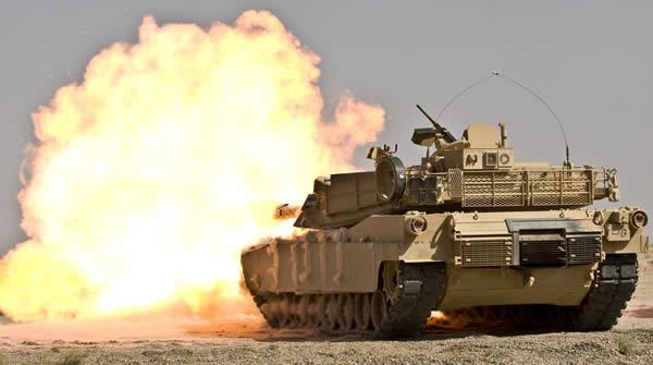 M1エイブラムス アメリカ 主力戦車 砲撃