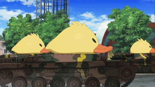 ガールズ&パンツァー 知波単学園 戦車にアヒルの被り物