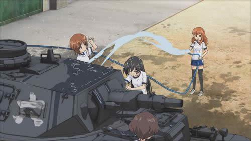 ガールズ&パンツァー 戦車を洗車するあんこうチーム