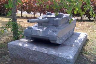 戦車型 墓石