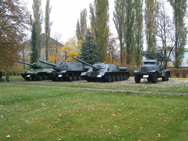 ロシア 車輌 IS-2 SU-100 ISU-152 カチューシャ