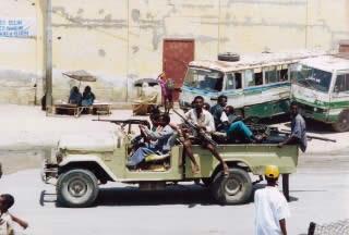 戦闘トラック ヒャッハー