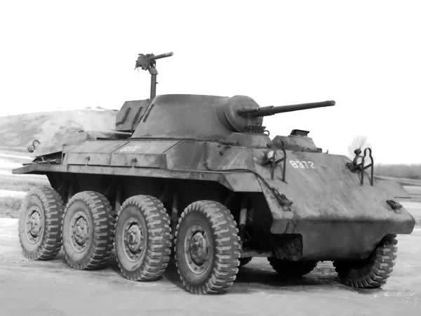 装輪装甲車 2
